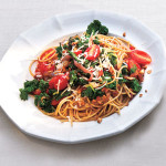 Spaghetti With Kale and Tomatoes
